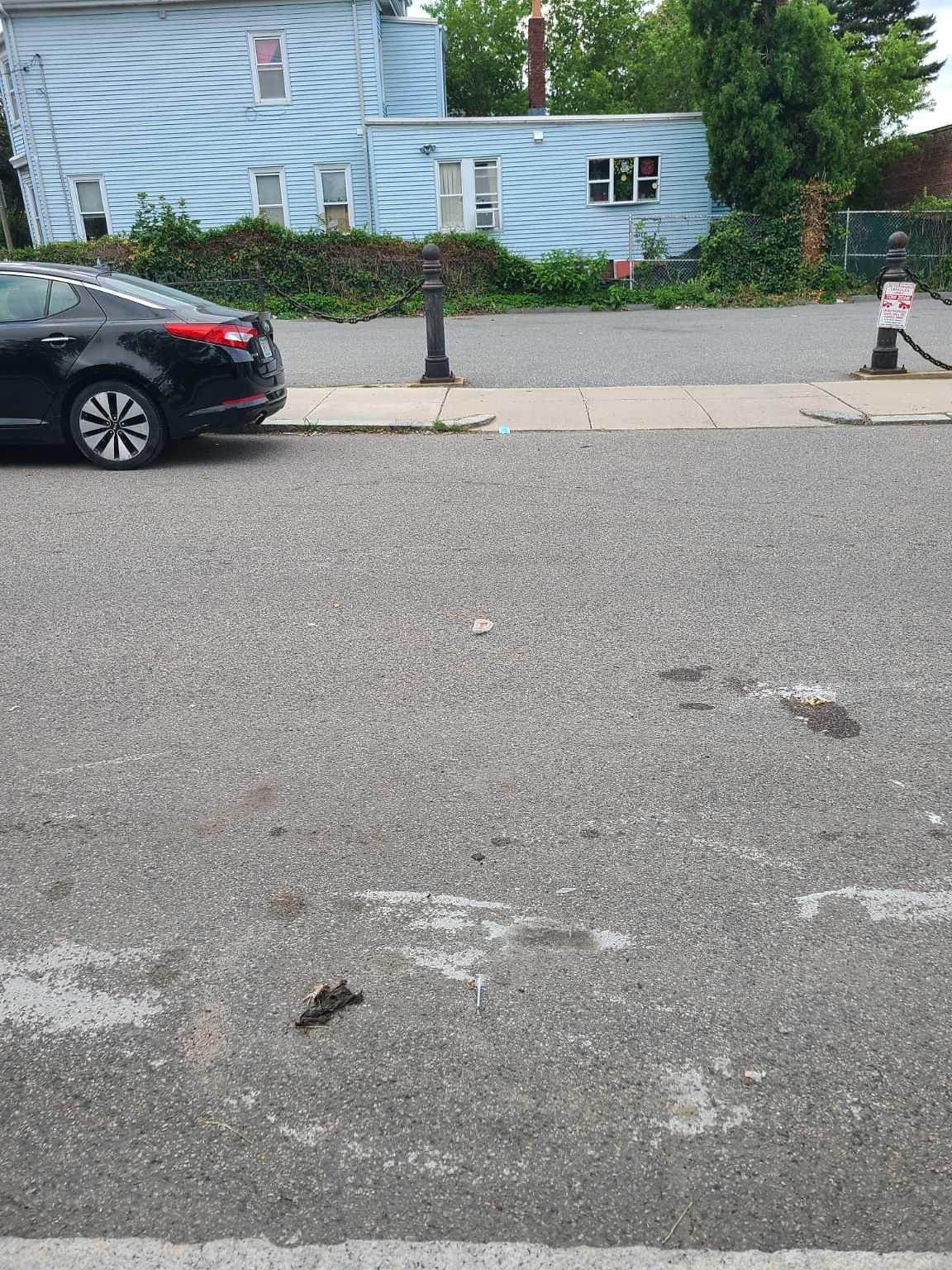 Another needle on Mt Vernon, just after the intersection. Located on street along the sidewalk, a few feet past the tow zone sign